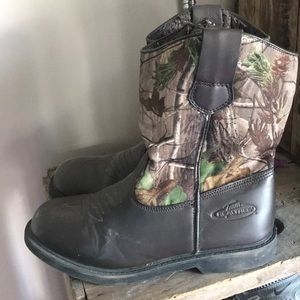 Real tree boots